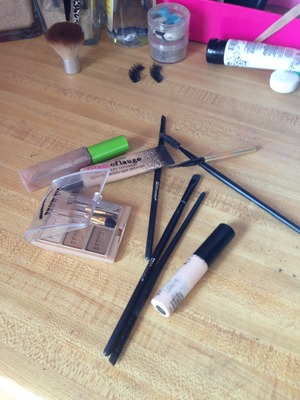 All the stuff I use for my brows ;) Tutorial will be made soon!