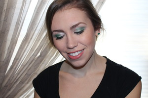 The perfect look to celebrate St. Patty's Day with! http://livingaftermidnite.blogspot.com/2013/03/mark-makeup-monday-emerald-city.html