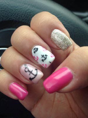 Pink anchors with mini anchors and glitter. Loved this look so much I had to do it again this summer ⚓️