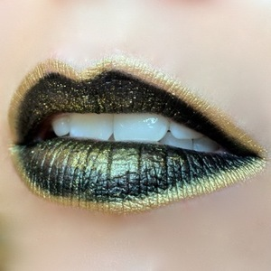 I've had this look on my mind for quite a while now and I finally got around to doing it. I wanted an excuse to use OCC Lip tar in Tarred and to glitz it up with some golden shine from Sugarpill and Eye Kandy Bananarama glitter!