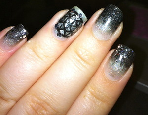 New years nails Smoky gradient and the Times Square ball on my ring finger