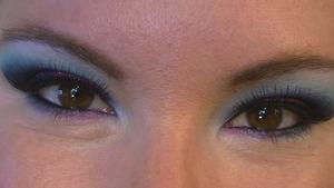 Vivid Blue Cut Crease for Small Eyes