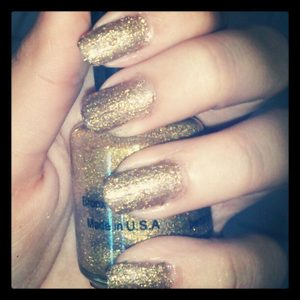 Fixed my 2 years old glitter polish with a bronce polish by Avon