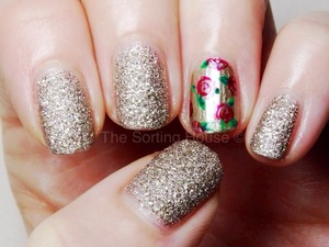 More at - http://thesortinghouse.co.uk/nails/12-days-christmas-manis-gold-christmas-roses/