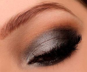 http://instagram.com/makeupbyeline