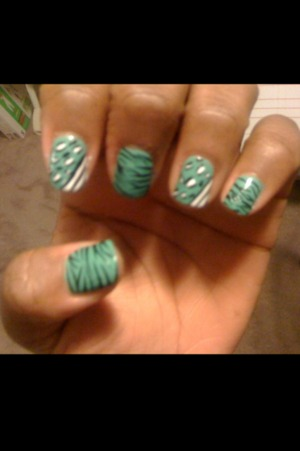 Striped/dotted nails