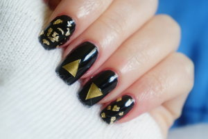 http://www.bellakulture.com/2014/12/minutes-to-midnight-new-years-eve-nails.html