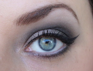 I made this look with products I received from the Catrice Vegas collection.