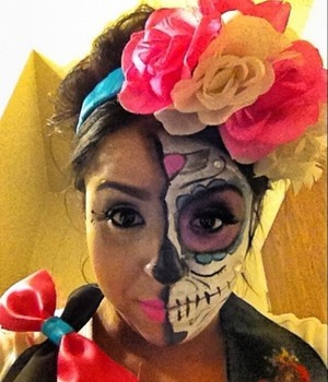 My first time ever at this sugar skull. With DIY flowers headband.