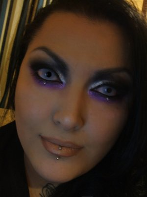 SUPER contrasting dramatic eyes (w/ a pop of under color) and neutral lips.