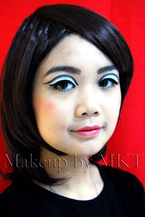 1960s Twiggy inspired makeup