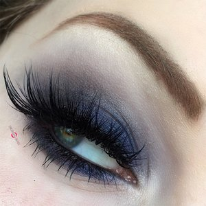 Smokey glam should be effortless ;). http://theyeballqueen.blogspot.com/2016/12/holiday-series-smoldering-blue-smokey.html