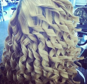 Blonde curls using the medium sized rod on the Zoë curling wand
