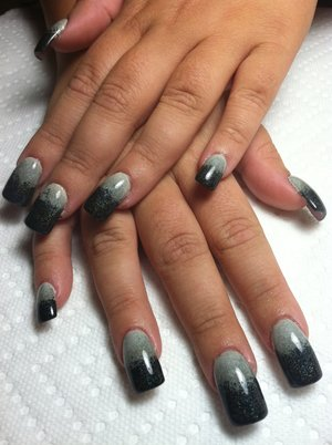gradient grey to black scale over vamp style acrylic mani