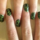 green and black crackle nails