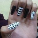 Black N White Woven+Strips