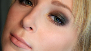 Summer smokey eye using the MAC Bare My Soul palette from the Temperature Rising collection. Tutorial coming soon!