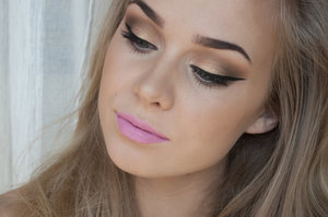 Details is on my blog: http://agneslovise.blogg.no/1398686456_sminkelook__rosy_pink.html