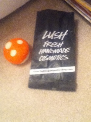 I went to lush and got ..... MAGIC MUSHROOM ❕❕❕❕❕❕and some samples! I am a totall lushie so ask me anything !