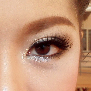 I choose the brown eye shadow for her eyes, make her eyes look sweet.MAKE-UP FOR PROM PARTY ;)