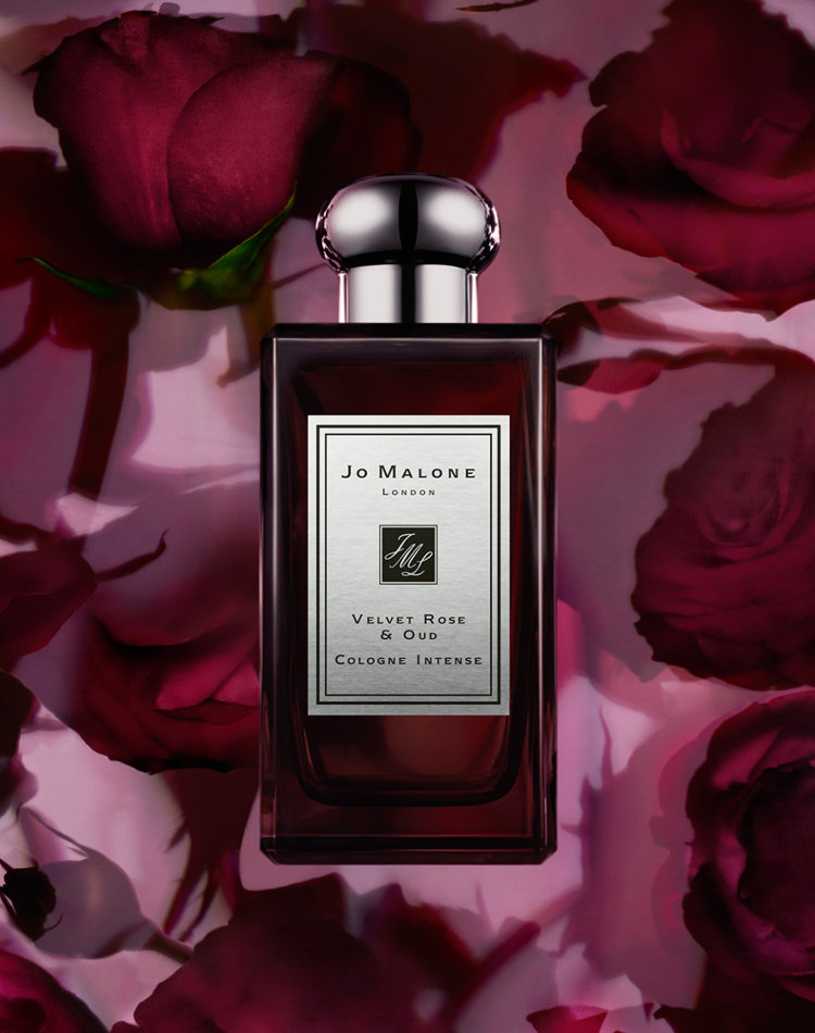 Alternate product image for Velvet Rose & Oud Cologne Intense shown with the description.