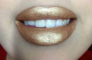 I was curious as to what gold lips would look like so I decide to try it once!