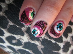 Just a cute Halloween nail design. Check out daisylea.blogspot.com for tutorial ! :)