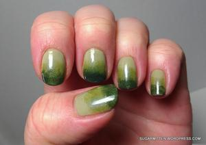 http://sugarmitten.wordpress.com/2012/03/16/green-gradient-and-another-splatter-design/