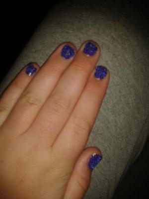 Cavear, purple nails.