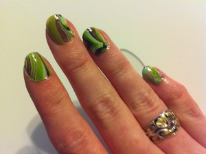 First try with water marbling my nails!