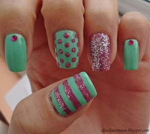 Tutorial on : http://claudiacernean.blogspot.ro/2013/01/unghii-pastelate-pastel-nails.html