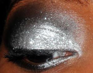 A glittery smokey eye...