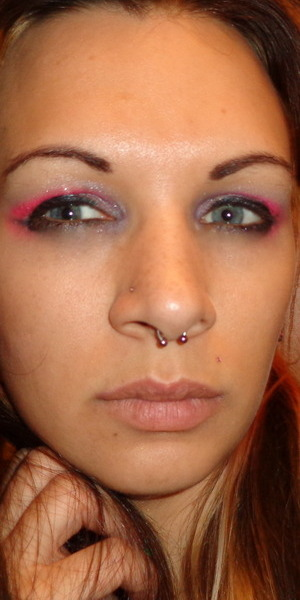 Almost late to work and this is the makeup I did in 5 minutes and after a long shift. I used a very lite pink for the base, purple glitter in the corners and a crease of pink, also creme eyeliner and shimmer black to set.