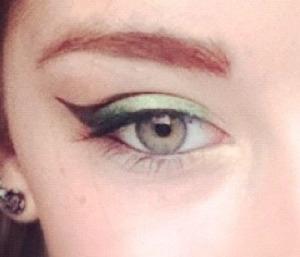 Green/black blended eye