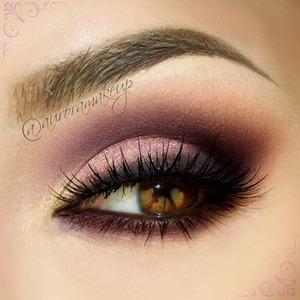 "instagram: @auroramakeup FB: https://www.facebook.com/AuroraAmorPorElMaquillaje  Bueno este maquillaje es viejito ( de hace un mes jajaja) es el que hice para Anastasia Beverly Hills pero aqui estan los detalles completos   This is the makeup done for Anastasia Beverly Hills one month ago, but here are the complete details   Lashes were PIXIE LUXE by House of Lashes Pestañas PIXIE LIXE de http://www.houseoflashes.com/ ESTAS PESTAÑAS SON DE CABELLO HUMANO , LIBRE DE CRUELDAD   Eyeliner in waterline was the brown one that is with ""neutral eyes"" palette by tarte cosmetics 4 in 1 black mascara by Tarte Cosmetics too  Delineador cafe contra agua que viene el la paleta ""neutral Eyes"" de Tarte Cosmetics, la mascara que use es la 4-1 de tarte tambien   And with @anastasiabeverlyhills products : Y con productos de http://www.anastasia.net/  BROWS: Brow Fix and Brow Powders ""Medium Brown"" and ""Golden Blonde"" mixed from my Brow Pro Palette. CEJAS : Cera Brow Fix y las sombras de cejas en color MEDIUM BROWN y GOLDEN BLONDE , mezcladas que estan en la paleta BROW PRO PALETTE   EYE BASE: Matte Camille pencil as a base. ""Almond"" shadow from the She Wears It Well palette on brow bone.  EYESHADOWS From my Catwalk palette; ""RTW"" as a transition color in the crease. ""Beauty Mark"" in the outer crease & outer lash line. ""Scout"" on eyelid ""10K"" in the inner corner  To line top of lashes I used ""LBD"" blending top edges.   BASE DE MAQUILLAJE EN OJOS: Crayon mate rosa iluminador en CAMILLE como prebase de sombras. La somba hueso mate ALMOND en todo el parpado, esta sombra esta en la paleta ""She wears it well""  SOMBRAS: RTW como color de transition en el pliegue BEAUTY MARK en la parte externa del pliegue y debajo de las pestañas inferiores SCOUT en el parpado movil 10K en el lagrimal LBD delineando las pestañas superiores y difuminando los bordes hacia arriba TODAS ESTAS SOMBRAS ESTAN EN LA PALETA CATWALK de Anastasia Beverly Hills  Listo hermosas !"