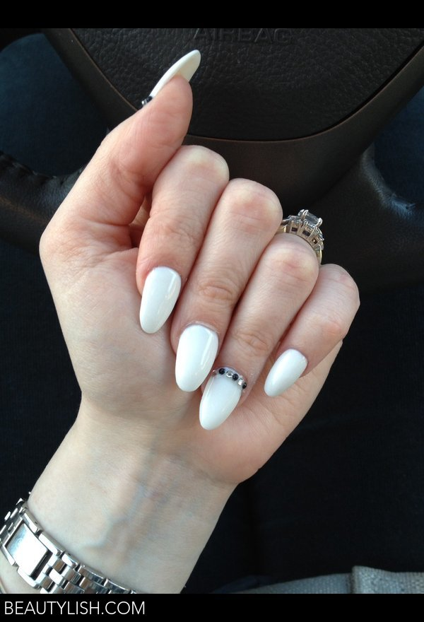 Nail Powder: White Summer Almond Nails :)