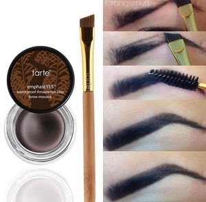 great product that comes out with the angled brush and other side of spooly. On the picture you can see the step by step of how I filled in my eyebrows.