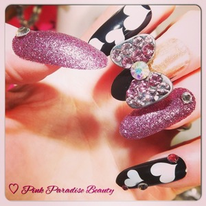 Nazila Love Glamour Nail Jewellery.
