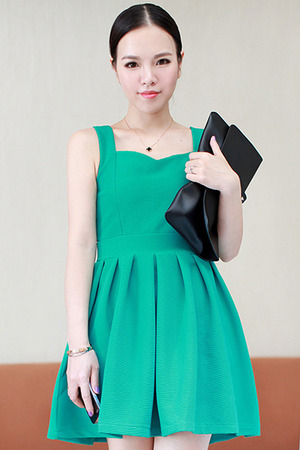 Green dress, featuring heart neck, slim fit with high and pleated waist, rear concealed zipper, soft touch fabric, sleeveless. Match with your black high heels and black shoulder bag when having a dating with your boyfriend.