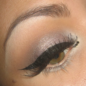 Tutorial for this look here :  http://www.youtube.com/watch?v=IxyqsCnAqEo