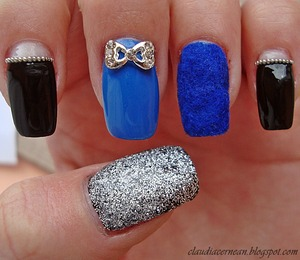 Tutorial on : http://claudiacernean.blogspot.ro/2013/03/unghii-cu-catifea-velvet-nails.html