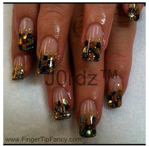 http://fingertipfancy.com/bumble-bee-nails
