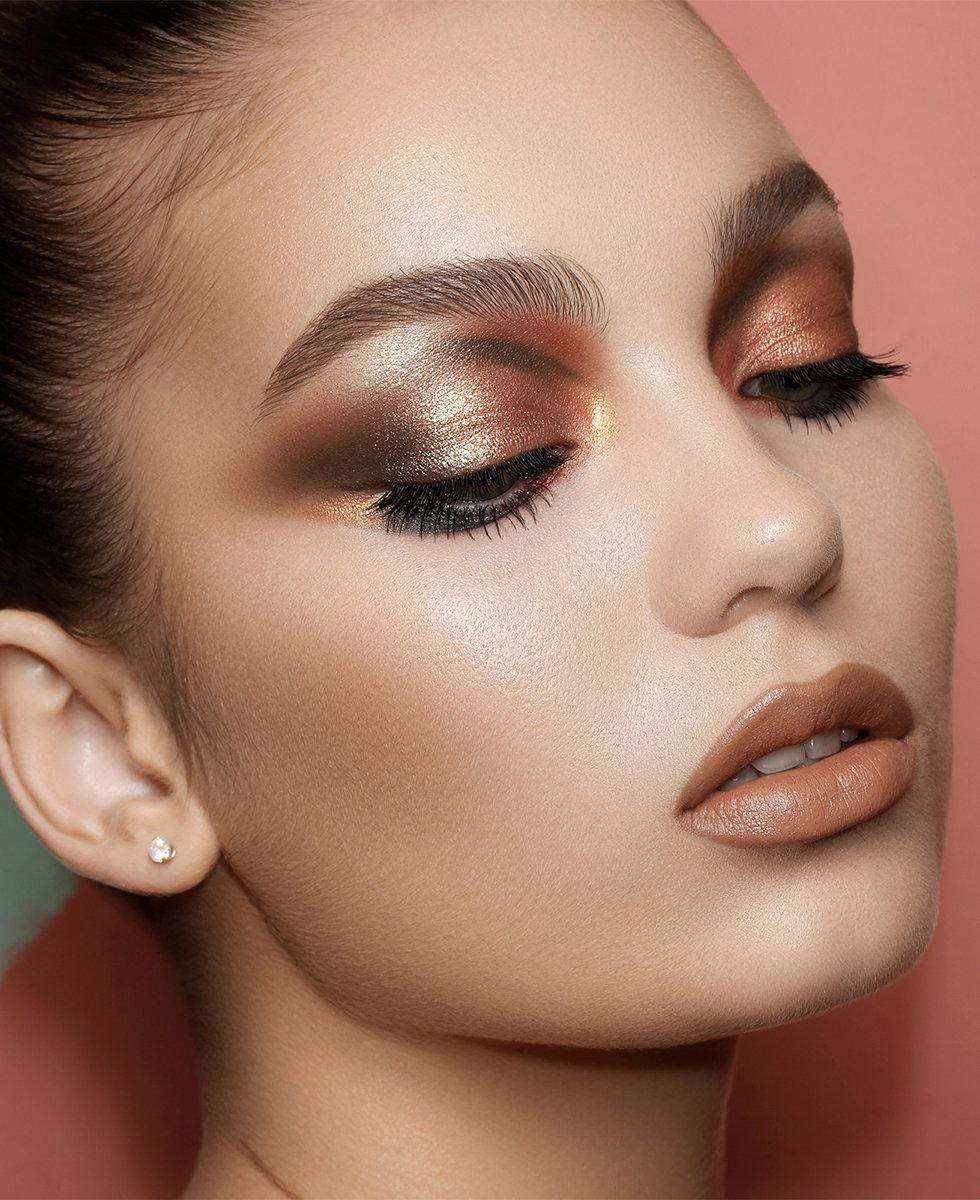 Model wearing Natasha Denona Zendo Palette