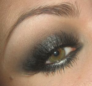 Tutorial for this look right here : http://www.youtube.com/watch?v=nlNf7HsysS4&feature=channel&list=UL