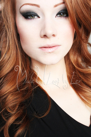 A more sexy, darker, new years eyeshadow. Find me on Facebook: www.facebook.com/madeulookbylex