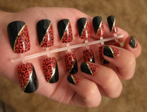 Updated: you may purchase this set at https://www.etsy.com/listing/105963873/leopard-print-and-black-nail-set