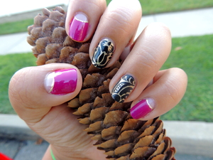 This nail design was inspired by a design I saw by AmiV of El Salonsito