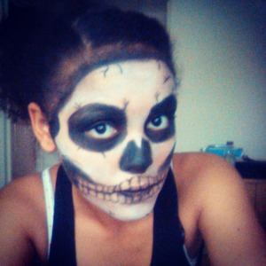 Practicing for halloween;-), first time using my new face paint set, really scared my mum:D