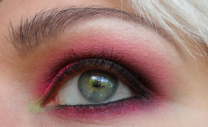 Smokey Hot Pink & Black ♥ (using Sleek Makeup)