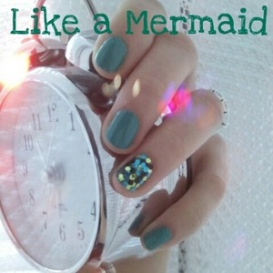 Nails inspired by Little mermaid.